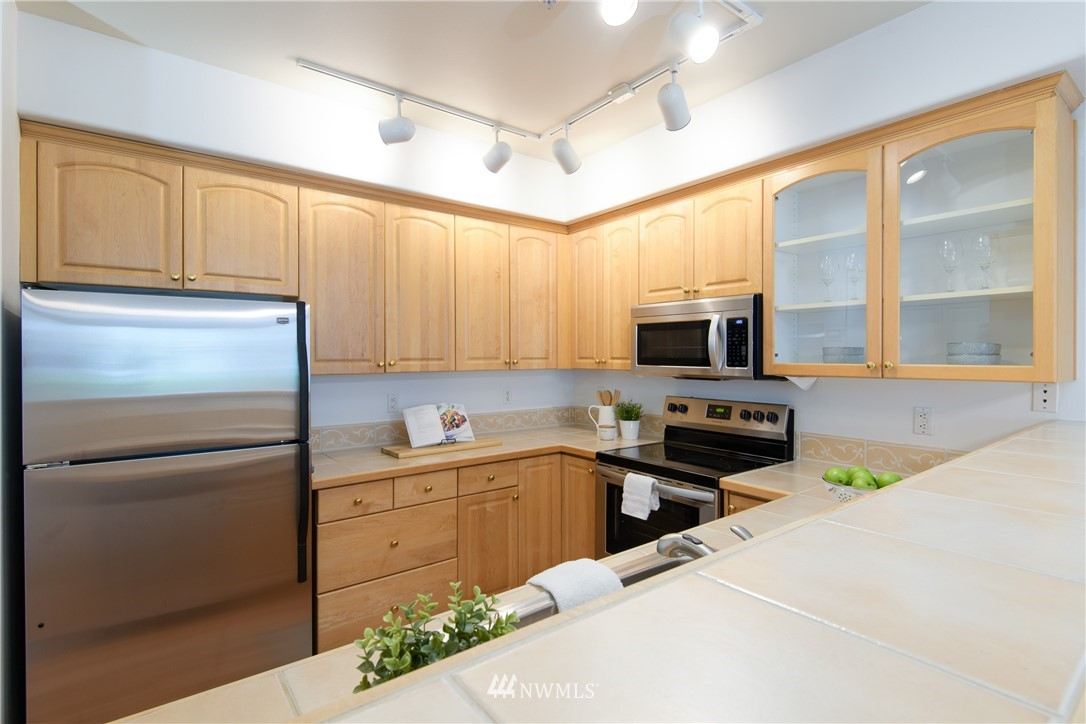 Sold Property | 6831 NE 170th Street #206 Kenmore, WA 98028 8