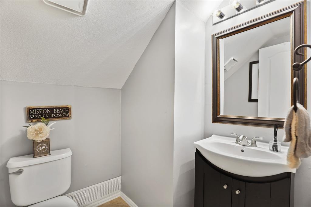 Sold Property | 1406 Pawnee Trail Carrollton, Texas 75007 13