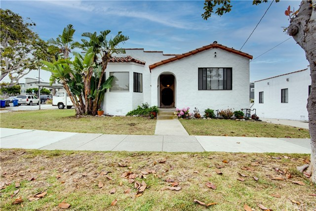 Active Under Contract | 703 El Redondo Avenue Redondo Beach, CA 90277 2