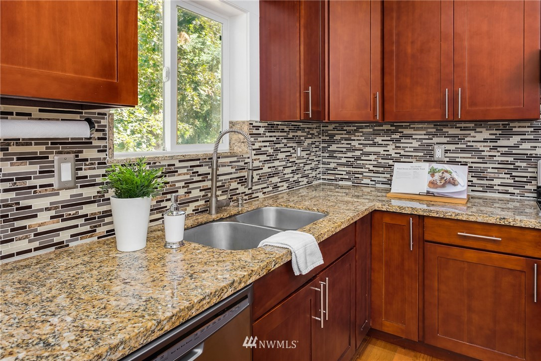 Sold Property | 19222 NE 12th Avenue Shoreline, WA 98155 6