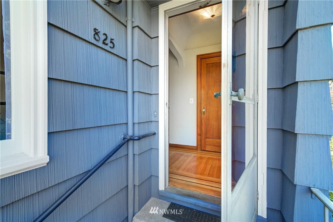 Sold Property | 825 NE 92nd Street Seattle, WA 98115 2