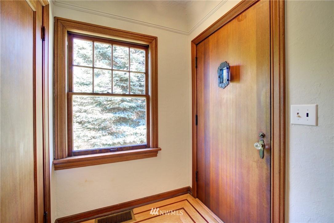 Sold Property | 825 NE 92nd Street Seattle, WA 98115 3