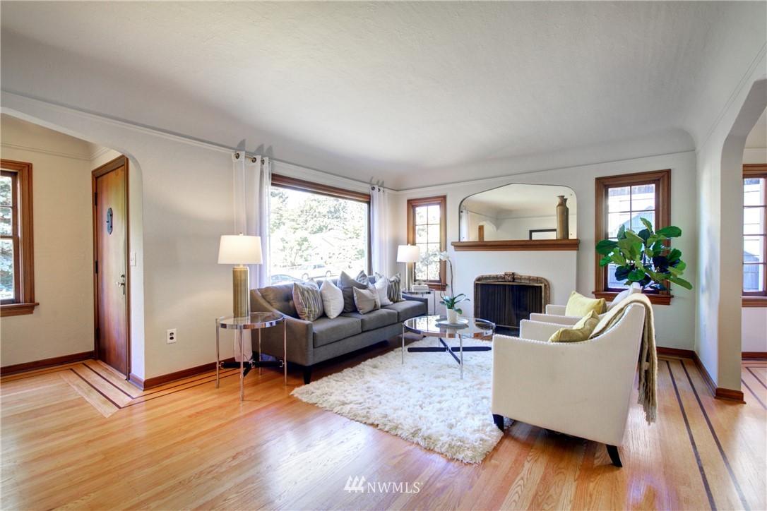 Sold Property | 825 NE 92nd Street Seattle, WA 98115 4