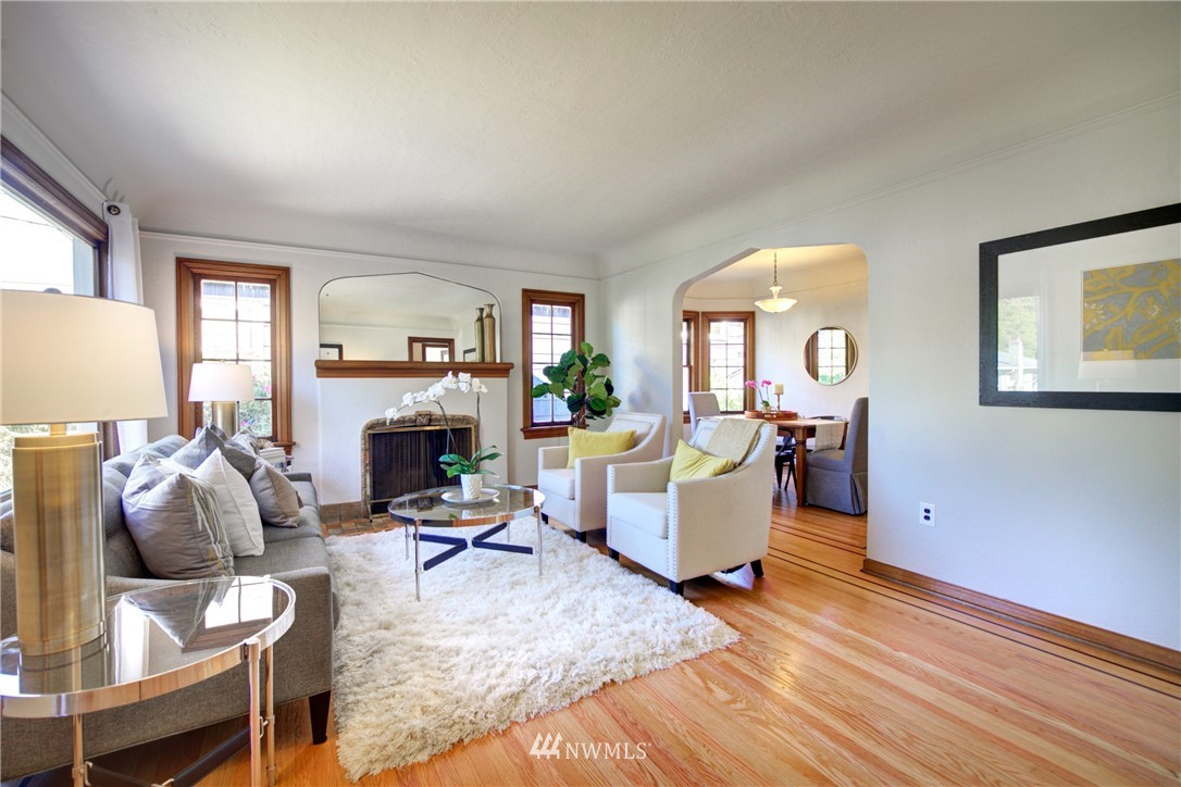 Sold Property | 825 NE 92nd Street Seattle, WA 98115 5