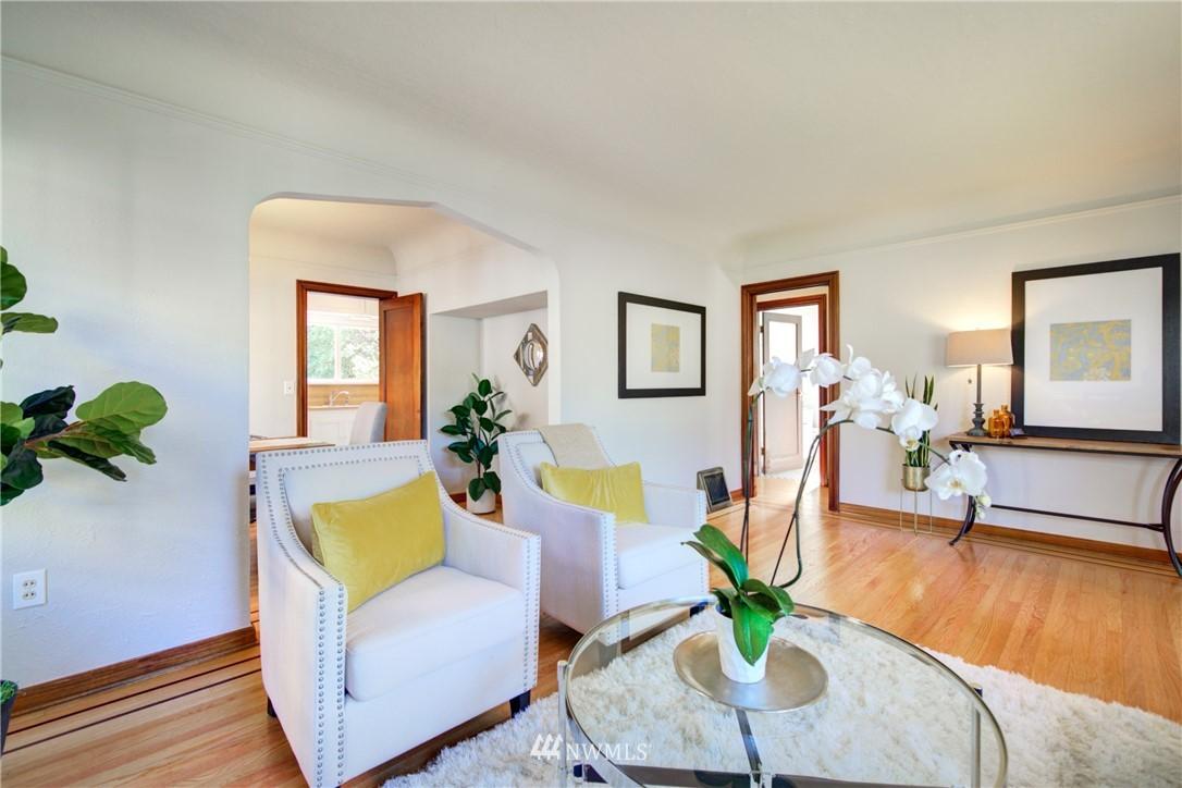 Sold Property | 825 NE 92nd Street Seattle, WA 98115 9