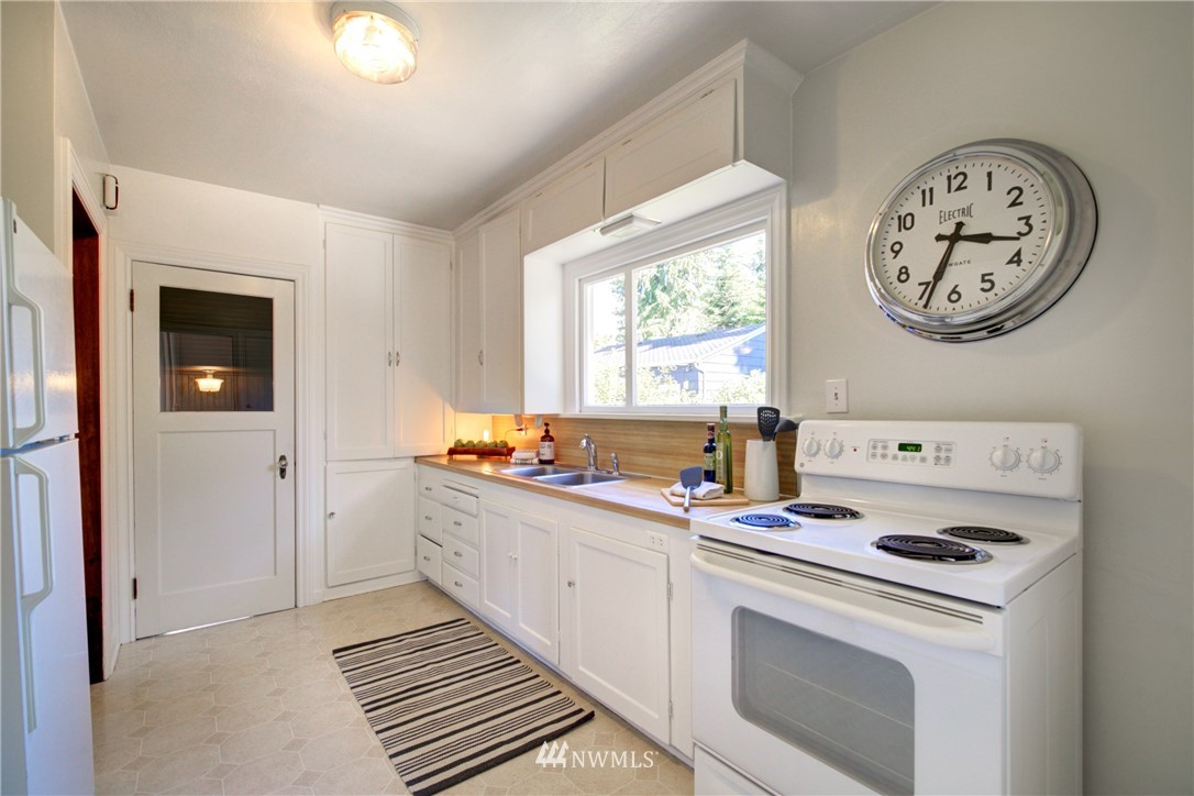 Sold Property | 825 NE 92nd Street Seattle, WA 98115 15