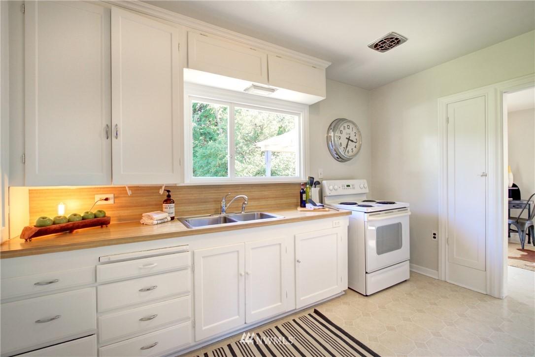 Sold Property | 825 NE 92nd Street Seattle, WA 98115 16