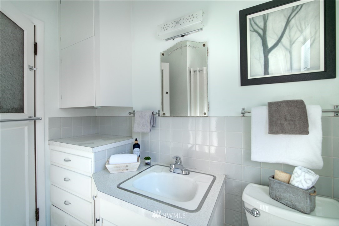 Sold Property | 825 NE 92nd Street Seattle, WA 98115 18