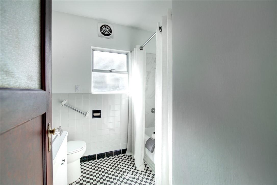 Sold Property | 825 NE 92nd Street Seattle, WA 98115 19