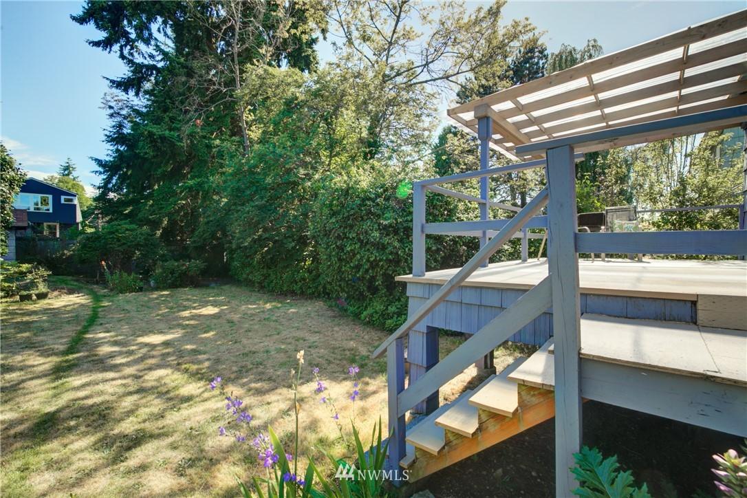 Sold Property | 825 NE 92nd Street Seattle, WA 98115 30