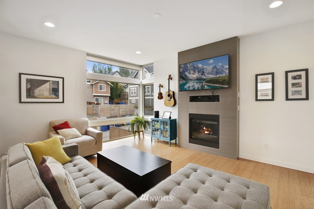 Sold Property | 2112 E James Street Seattle, WA 98122 4