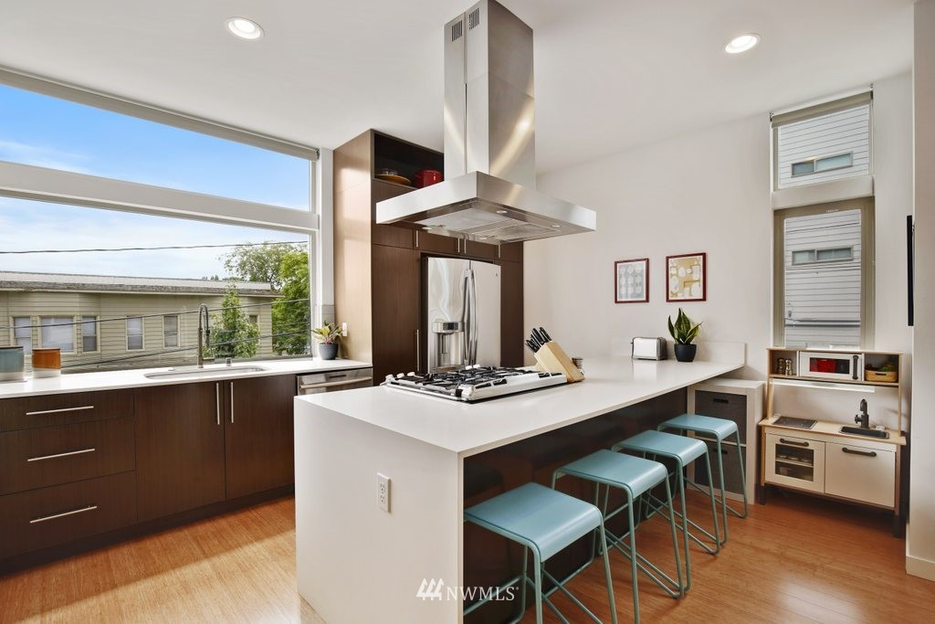 Sold Property | 2112 E James Street Seattle, WA 98122 6