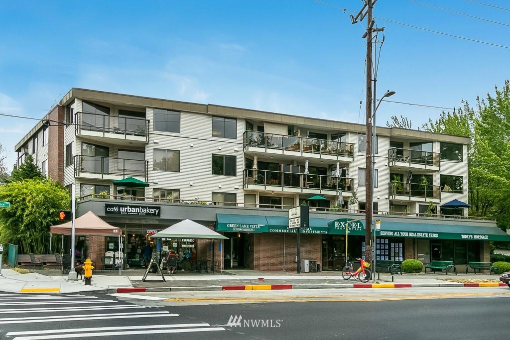 Sold Property | 7850 E Green Lake Drive N #304 Seattle, WA 98103 1