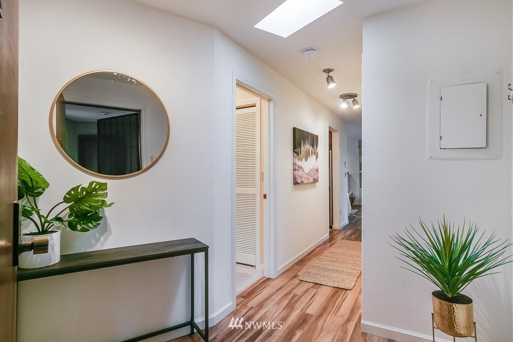 Sold Property | 7850 E Green Lake Drive N #304 Seattle, WA 98103 2