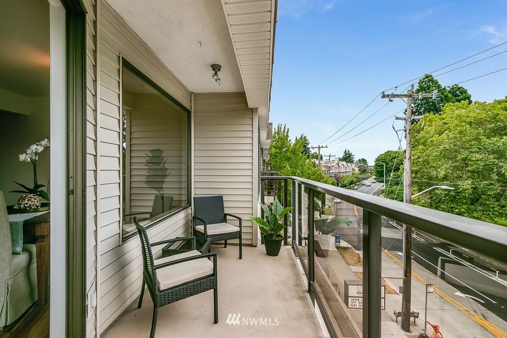 Sold Property | 7850 E Green Lake Drive N #304 Seattle, WA 98103 7
