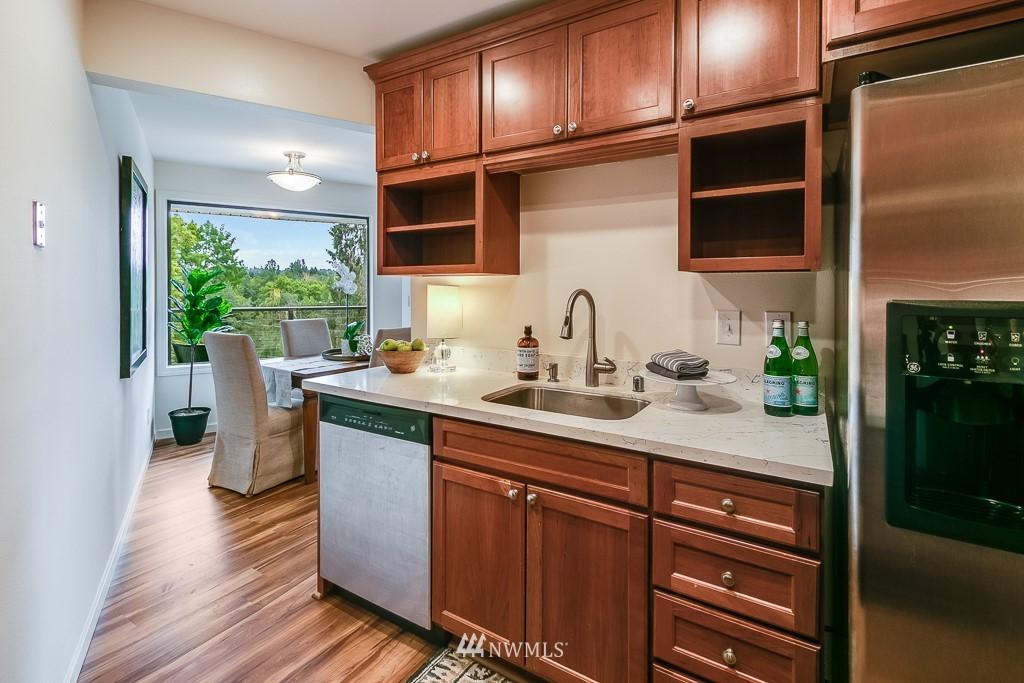 Sold Property | 7850 E Green Lake Drive N #304 Seattle, WA 98103 8