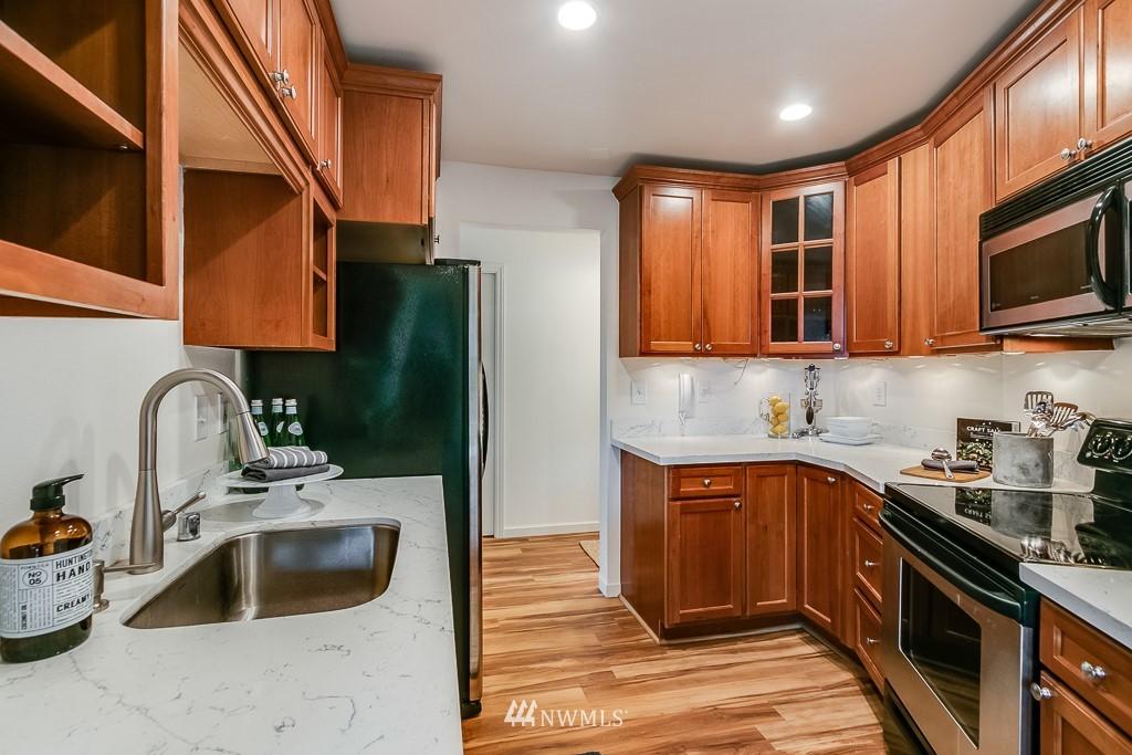 Sold Property | 7850 E Green Lake Drive N #304 Seattle, WA 98103 9