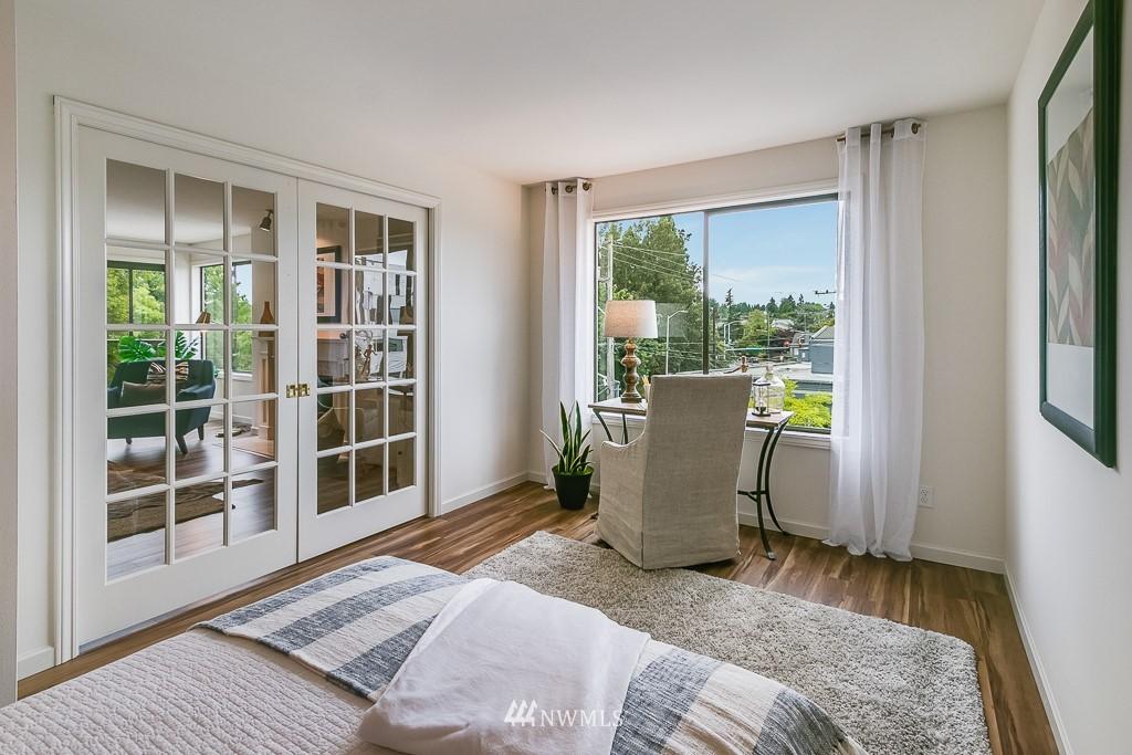 Sold Property | 7850 E Green Lake Drive N #304 Seattle, WA 98103 12
