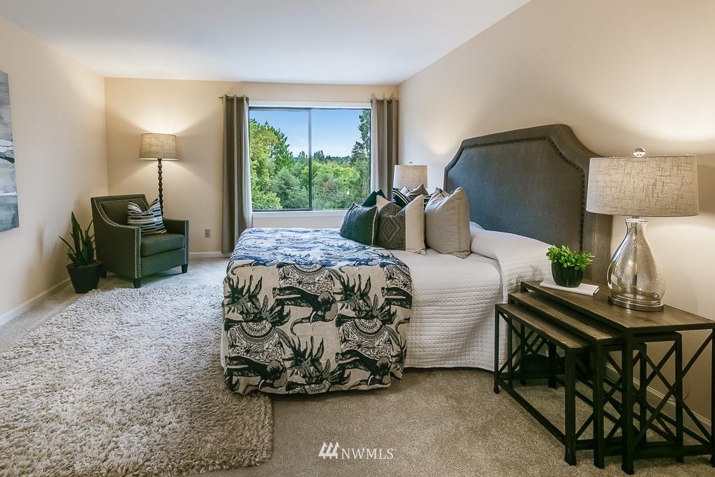 Sold Property | 7850 E Green Lake Drive N #304 Seattle, WA 98103 13