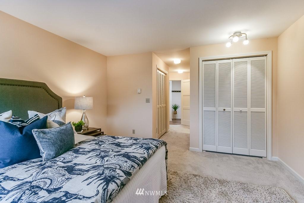 Sold Property | 7850 E Green Lake Drive N #304 Seattle, WA 98103 15