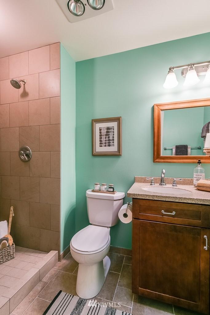 Sold Property | 7850 E Green Lake Drive N #304 Seattle, WA 98103 10