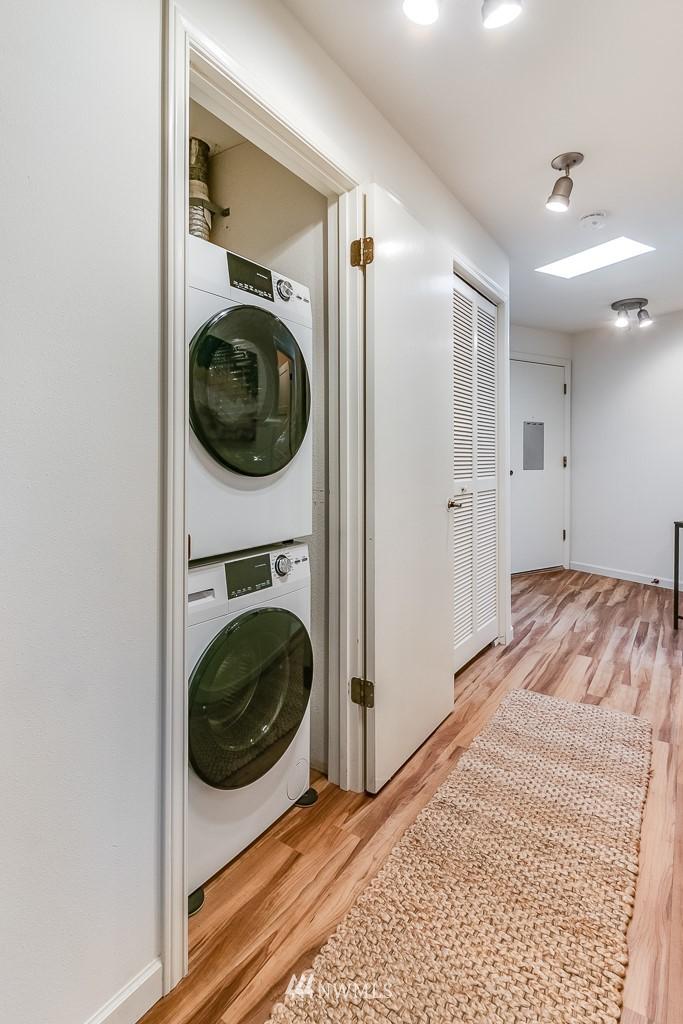 Sold Property | 7850 E Green Lake Drive N #304 Seattle, WA 98103 16