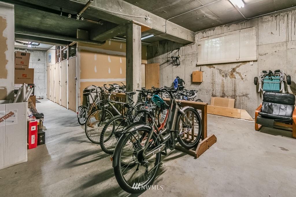 Sold Property | 7850 E Green Lake Drive N #304 Seattle, WA 98103 17