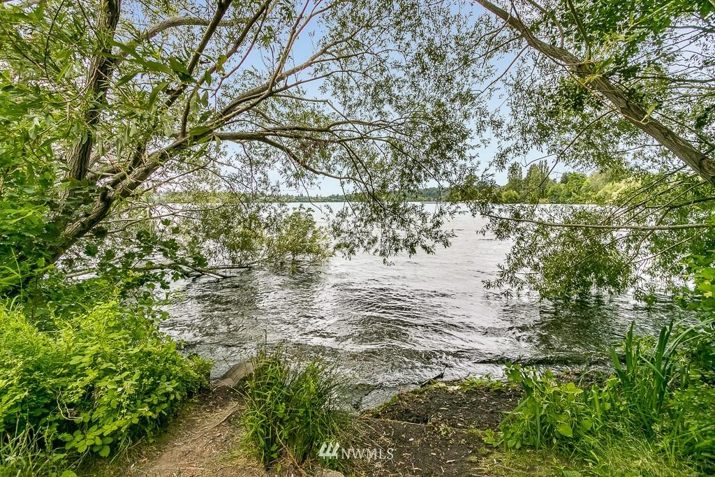 Sold Property | 7850 E Green Lake Drive N #304 Seattle, WA 98103 18