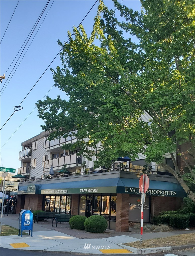 Sold Property | 7850 E Green Lake Drive N #304 Seattle, WA 98103 0