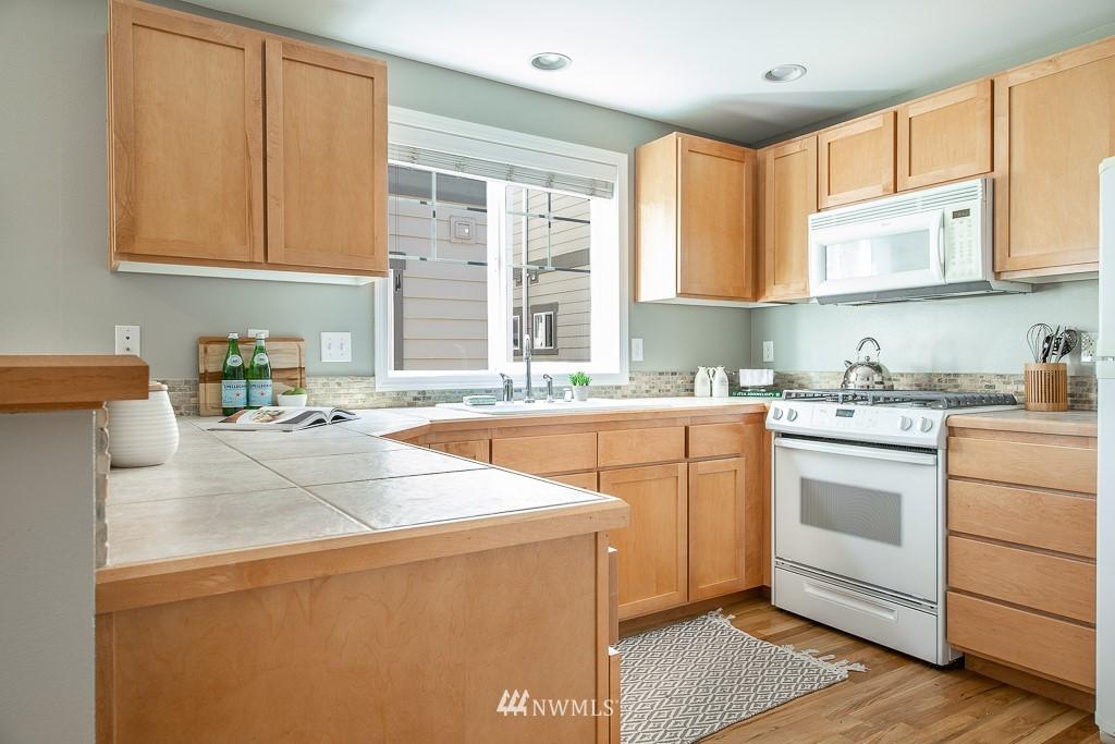 Sold Property | 12032 28th Avenue NE #A Seattle, WA 98125 4
