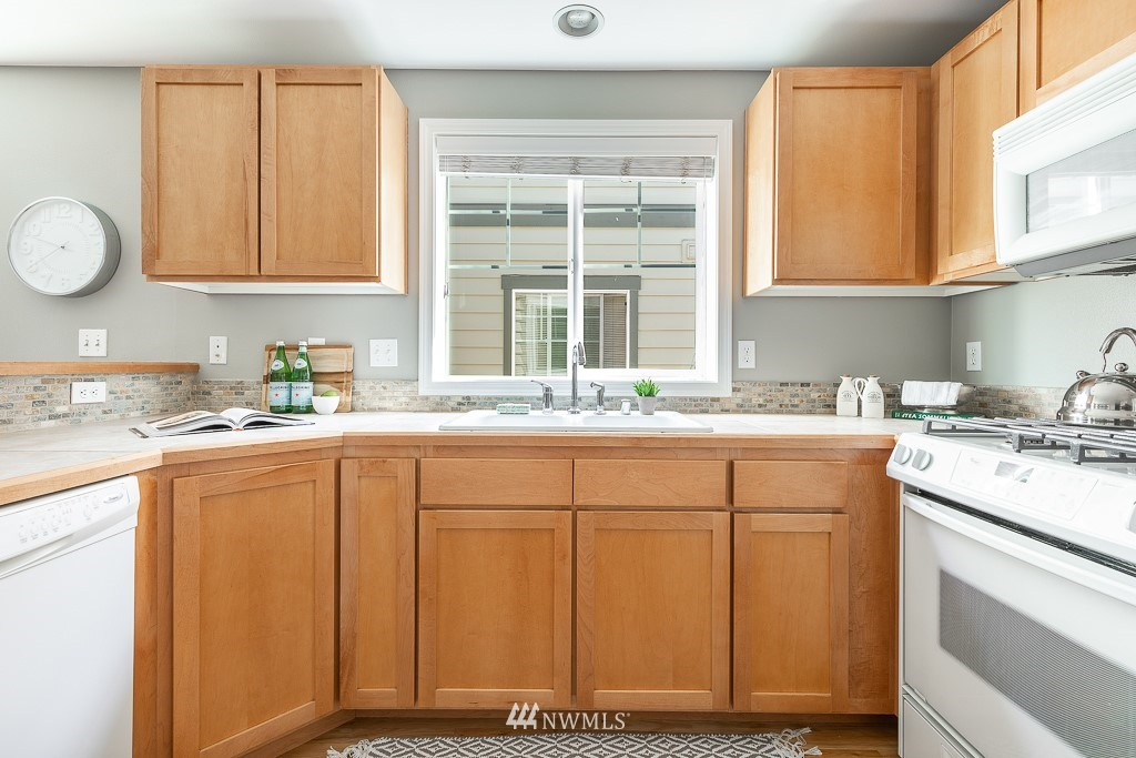 Sold Property | 12032 28th Avenue NE #A Seattle, WA 98125 5