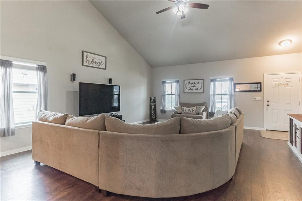 Closed   340 Langely Kyle, TX 78640 6