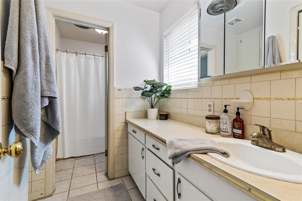 Sold Property | 108 Post Oak Circle Hurst, Texas 76053 27