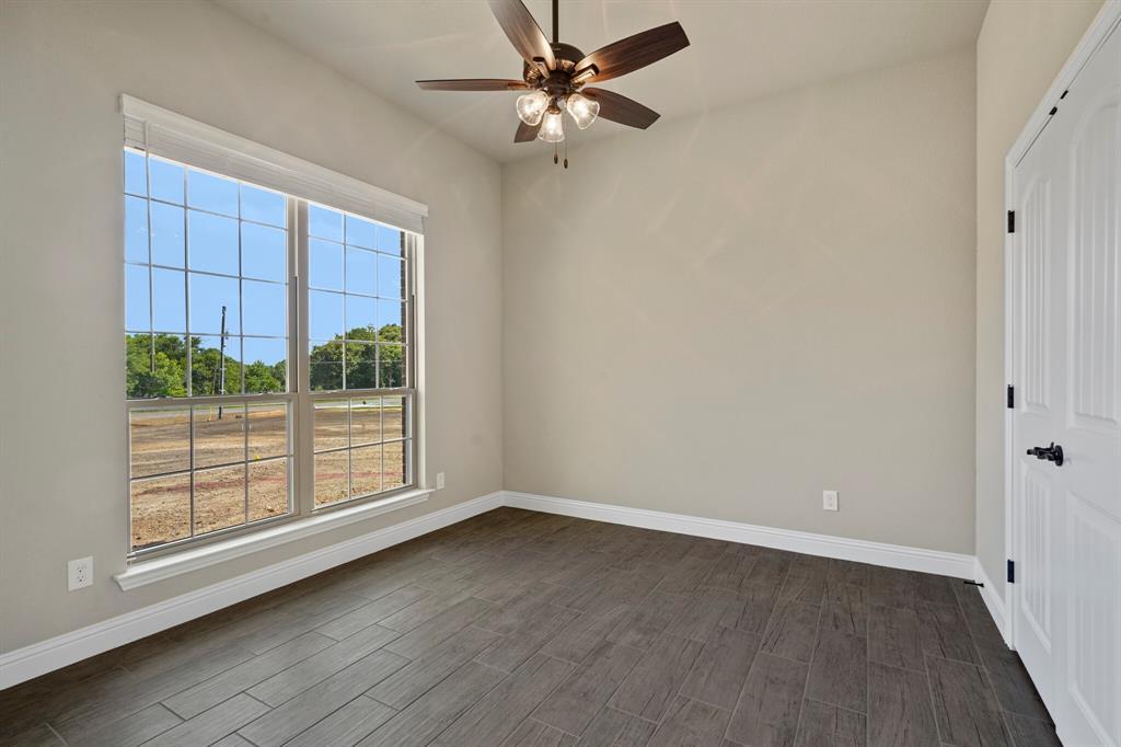 Pending | 725 Glade Park Court Azle, Texas 76020 32