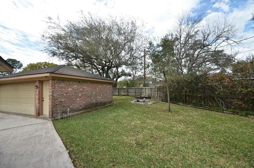 Off Market   5722 Braesvalley Drive Houston, Texas 77096 26