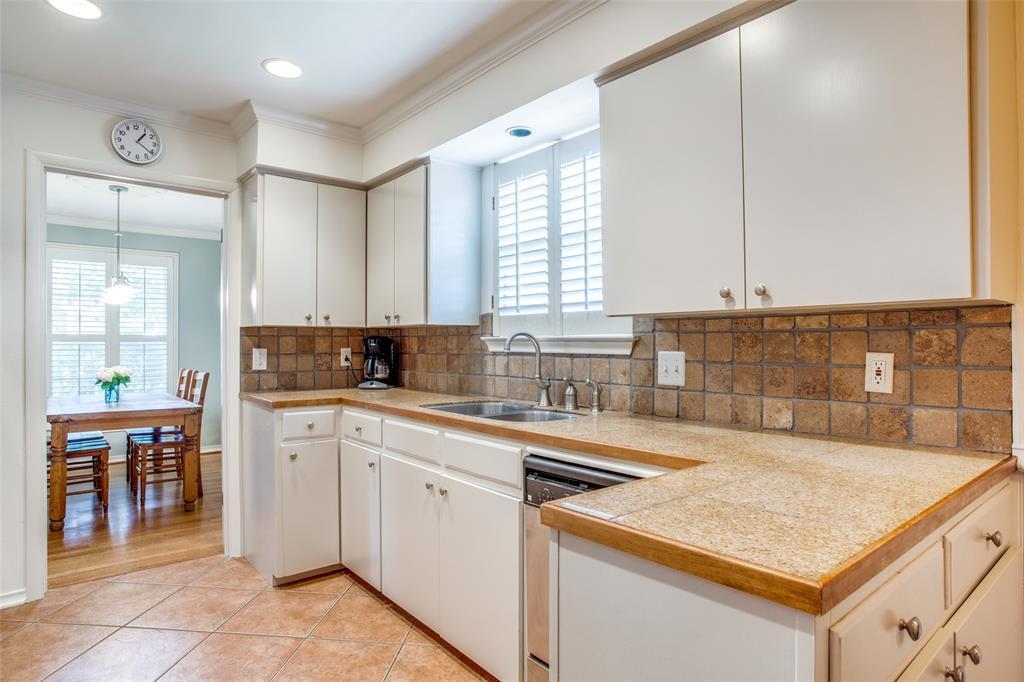 Sold Property   6245 Woodcrest Lane Dallas, Texas 75214 12
