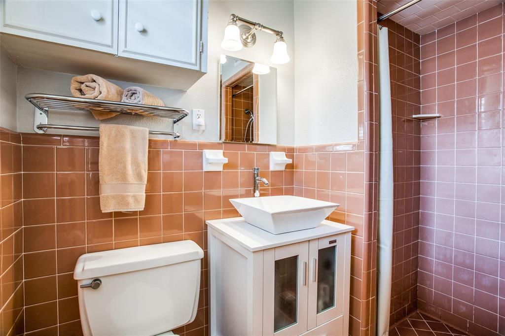 Sold Property   6245 Woodcrest Lane Dallas, Texas 75214 17