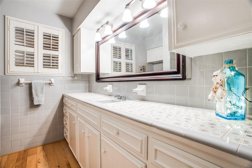 Sold Property   6245 Woodcrest Lane Dallas, Texas 75214 19