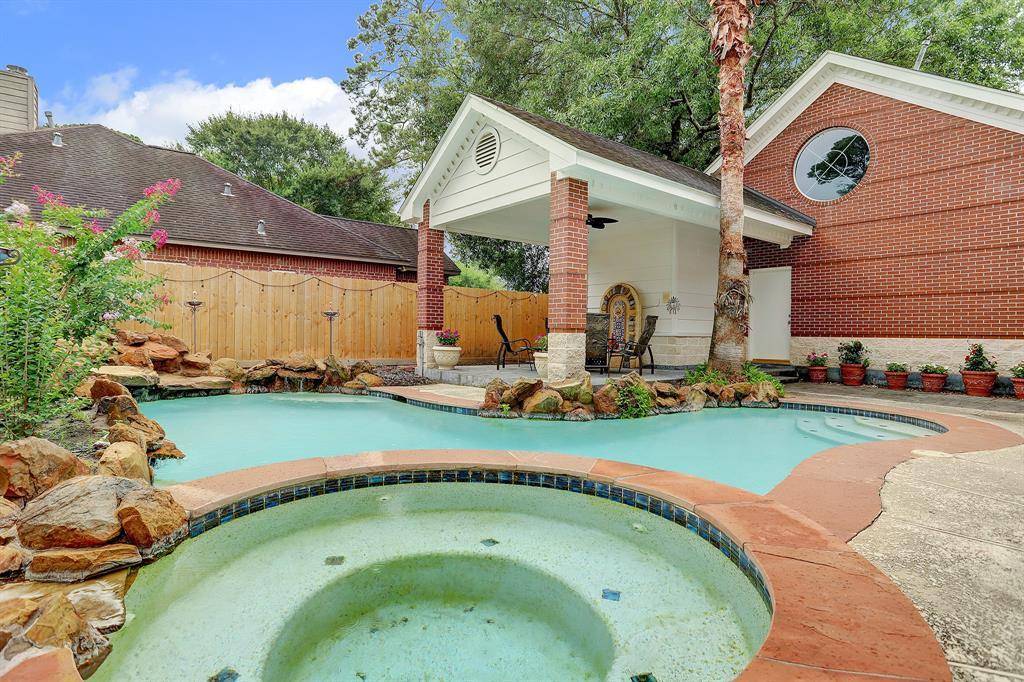Active | 511 Pine Edge Drive Spring, Texas 77380 30