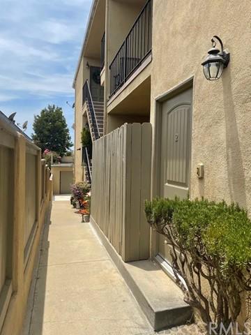 Closed | 209 N Lucia Avenue #2 Redondo Beach, CA 90277 2