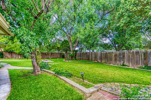 Pending | 425 CRESTWIND DR Windcrest, TX 78239 4