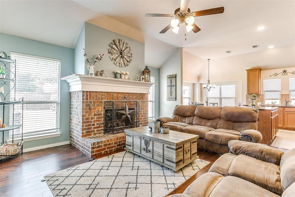 Active Option Contract | 513 Kerry Street Crowley, Texas 76036 5