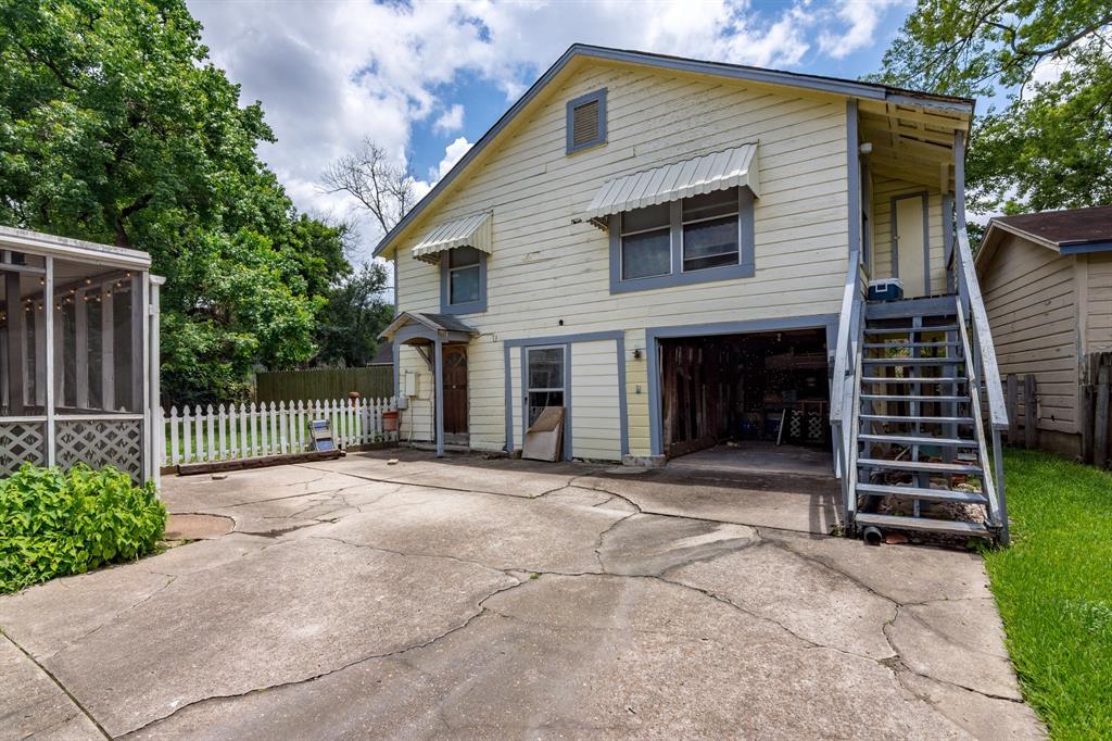 Active | 808 Houston Street Conroe, Texas 77301 24
