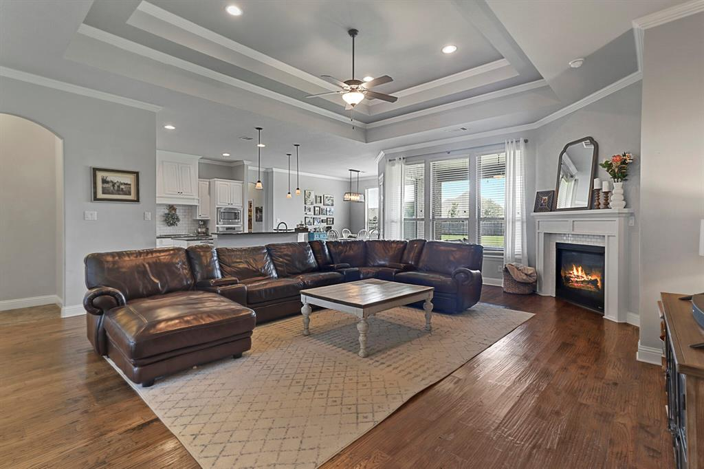 Active | 1233 Bluff Springs Drive Fort Worth, Texas 76052 9