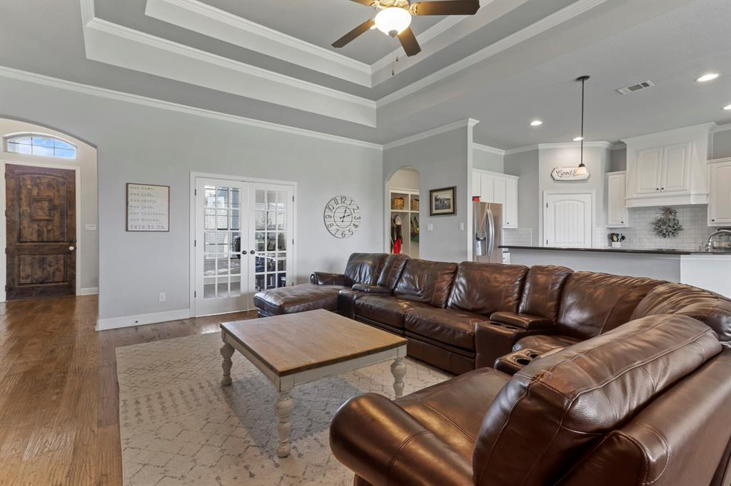Active | 1233 Bluff Springs Drive Fort Worth, Texas 76052 12
