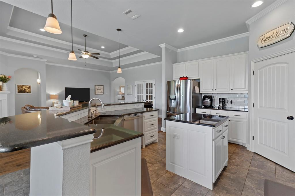 Active | 1233 Bluff Springs Drive Fort Worth, Texas 76052 17