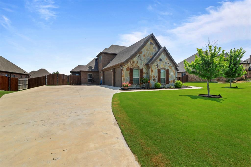 Active | 1233 Bluff Springs Drive Fort Worth, Texas 76052 2