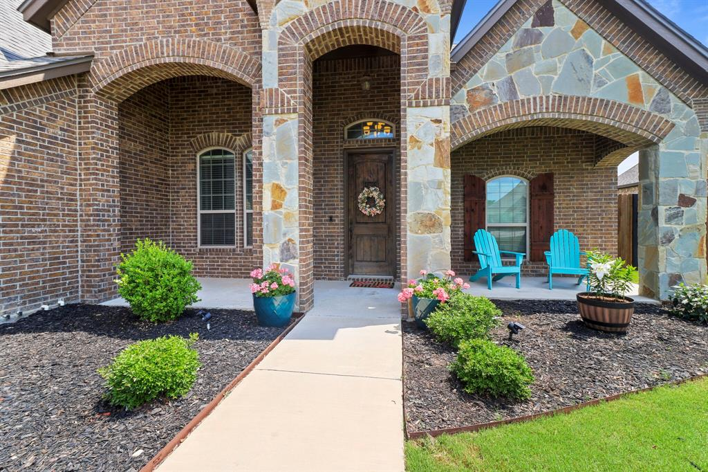 Active | 1233 Bluff Springs Drive Fort Worth, Texas 76052 3