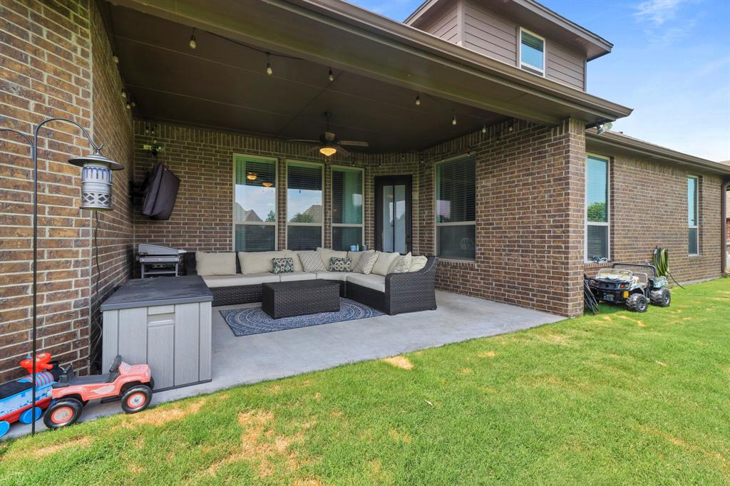 Active | 1233 Bluff Springs Drive Fort Worth, Texas 76052 4