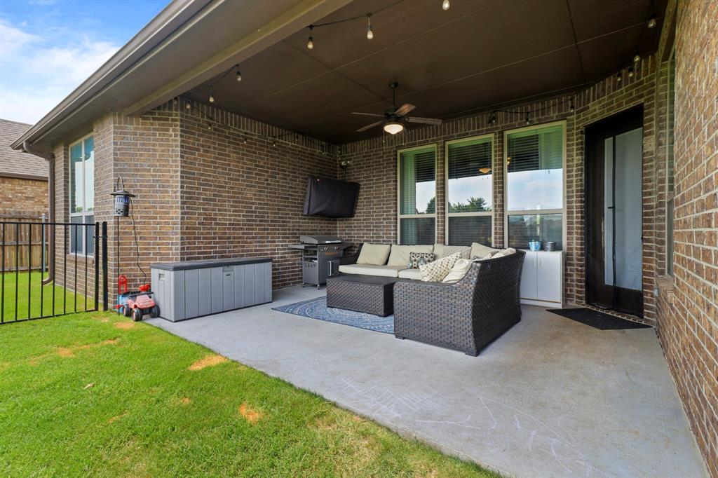 Active | 1233 Bluff Springs Drive Fort Worth, Texas 76052 5